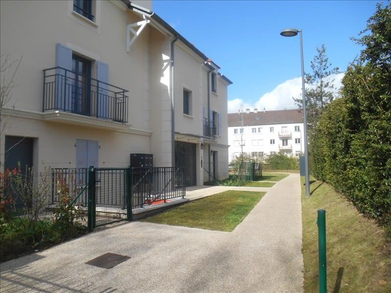 Rental apartment Bievres 810€ CC - Picture 1