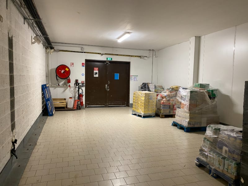 Location local commercial Le maisnil 4000€ HC - Photo 6