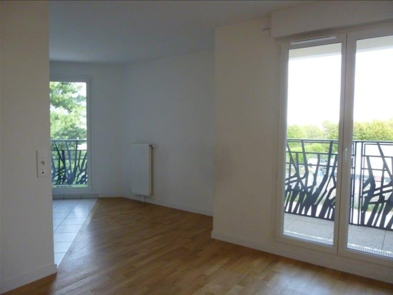 Rental apartment Voisins le bretonneux 900€ CC - Picture 1