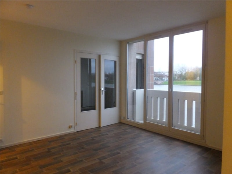 Rental apartment Montigny le bretonneux 795€ CC - Picture 2