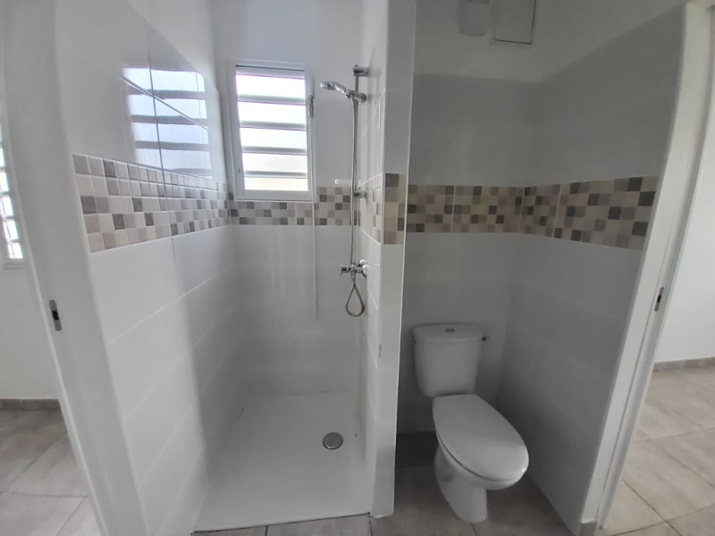 Location appartement Saint joseph 1008,03€ CC - Photo 7