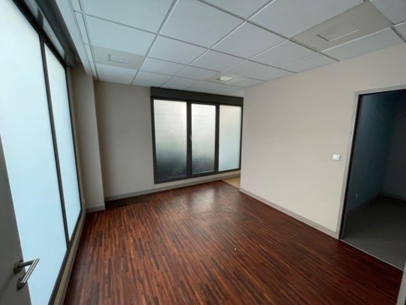 Rental empty room/storage Lyon 6ème 900€ HC - Picture 3