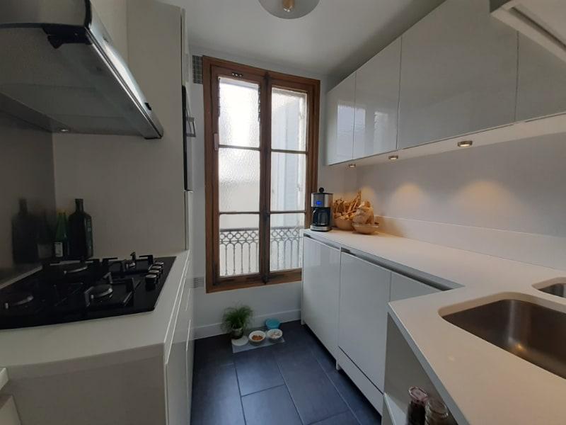 Sale apartment Paris 11ème 780000€ - Picture 2