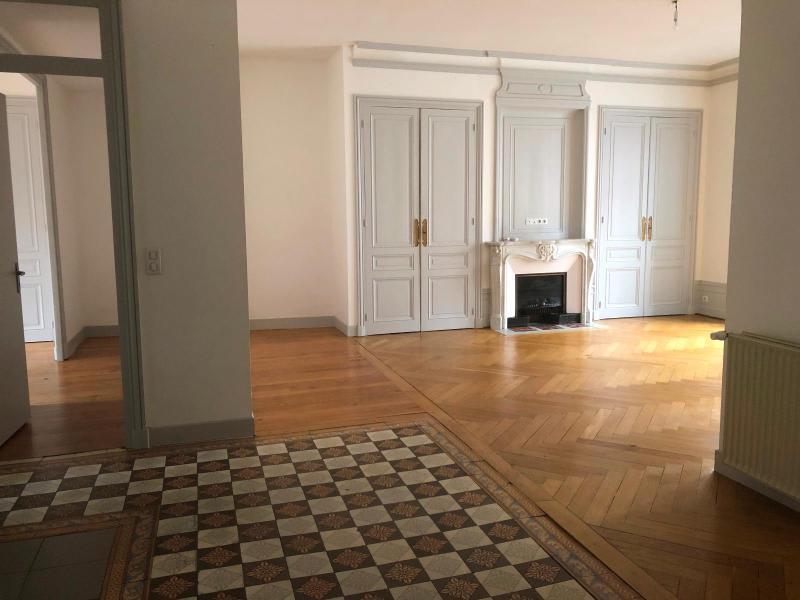 Location appartement Villefranche sur saone 964,71€ CC - Photo 2