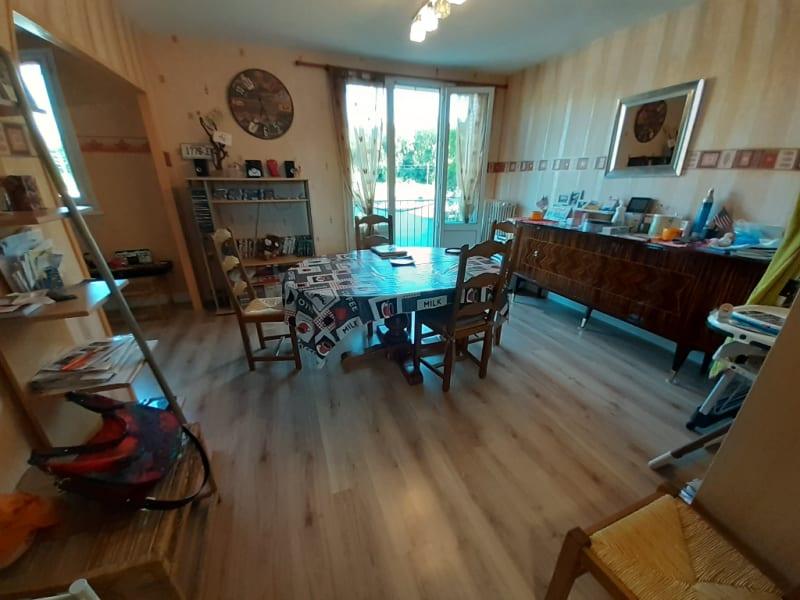 Sale apartment Lons le saunier 92000€ - Picture 2