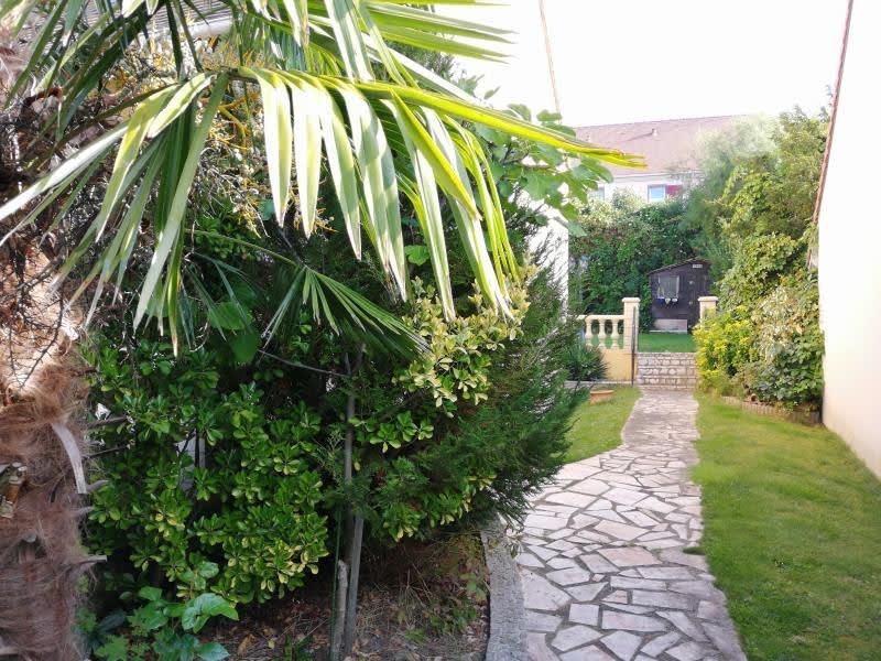 Sale house / villa Fontenay le fleury 690000€ - Picture 1