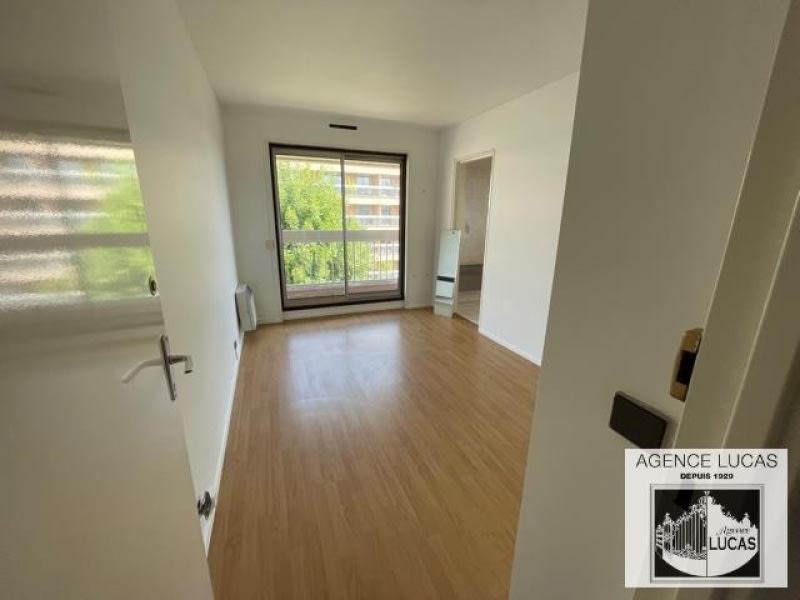 Rental apartment Verrieres le buisson 1450€ CC - Picture 5