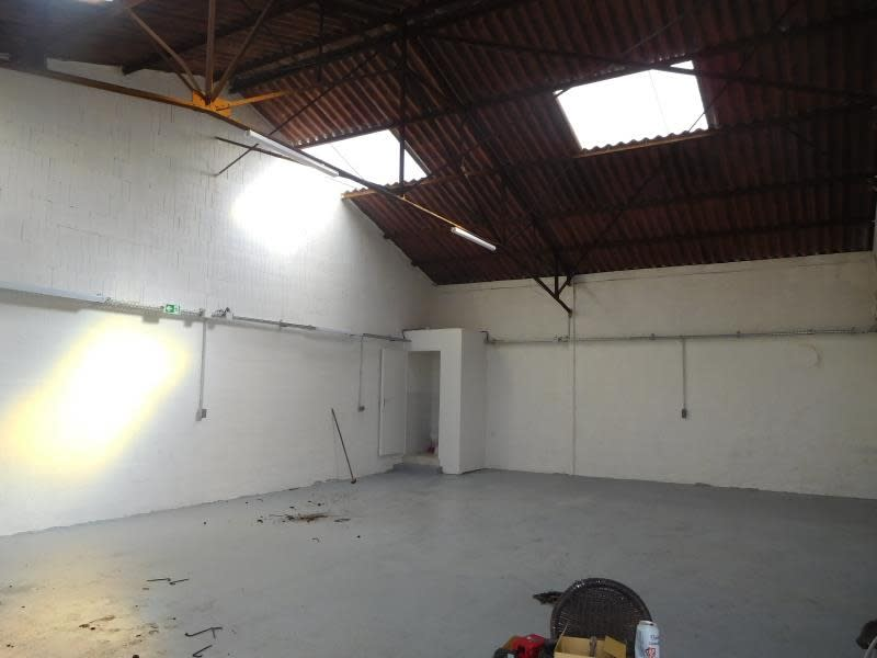 Location local commercial St gervais 1000€ HC - Photo 1