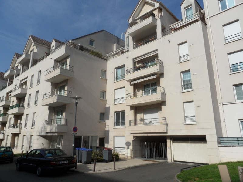 Rental apartment Poissy 830€ CC - Picture 1