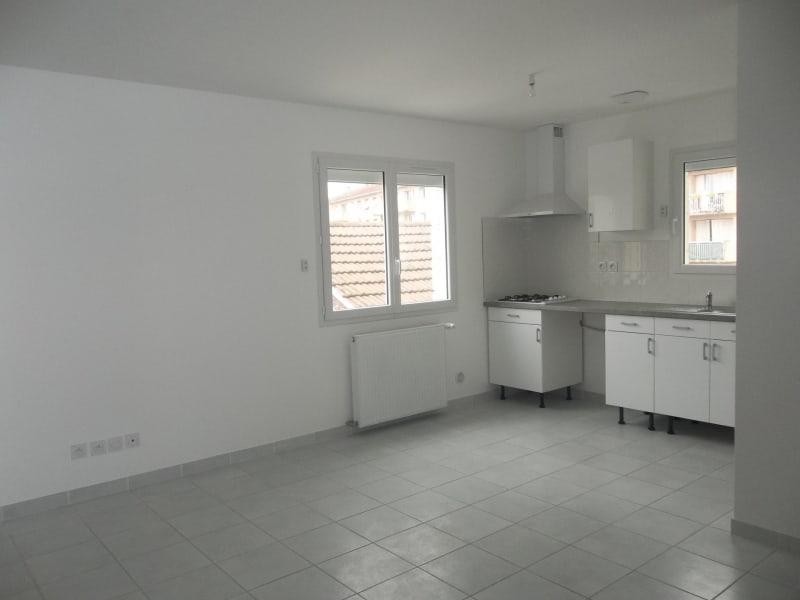 Location appartement Pont-de-chéruy 740€ CC - Photo 2