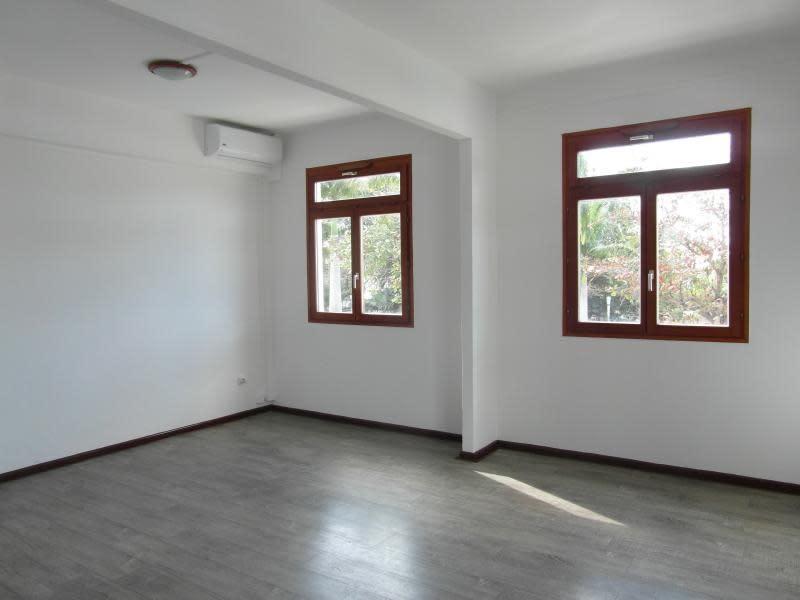Rental empty room/storage St denis 1000€ HC - Picture 3