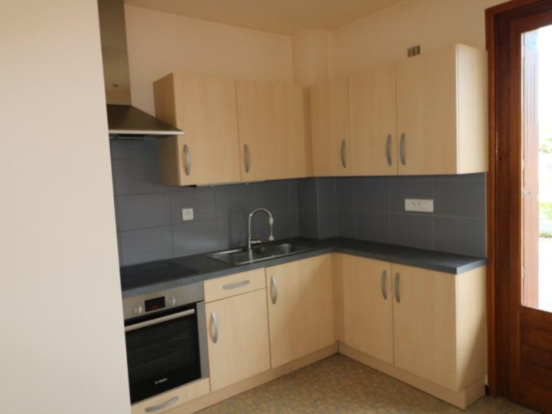 Rental apartment St pierre en faucigny 702,89€ CC - Picture 2