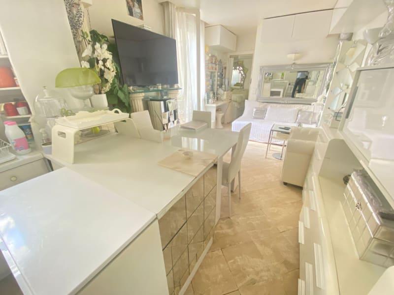 Sale apartment Paris 10ème 435000€ - Picture 2