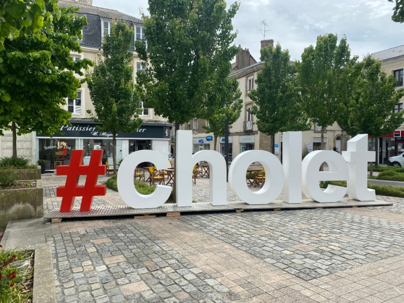 Location local commercial Cholet 750€ HC - Photo 1