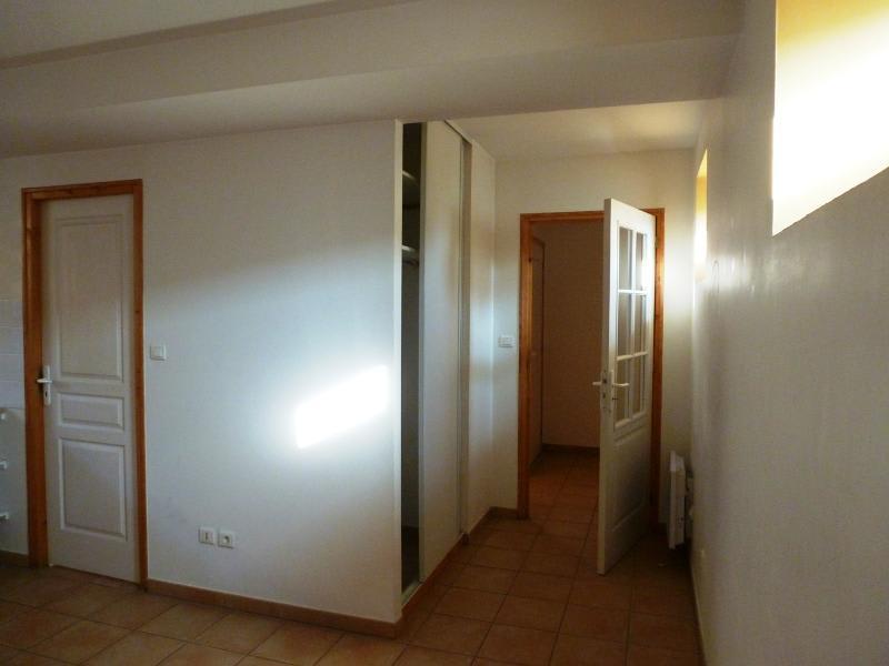 Location maison / villa Bully 580€ CC - Photo 4