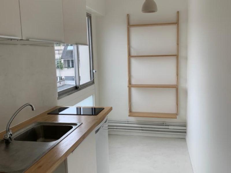 Rental apartment Paris 10ème 950€ CC - Picture 2