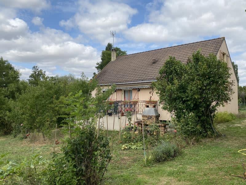 Sale house / villa Montcorbon 149000€ - Picture 1