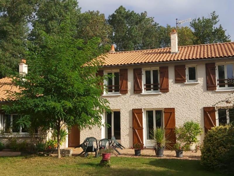 Sale house / villa Chauray 396900€ - Picture 1