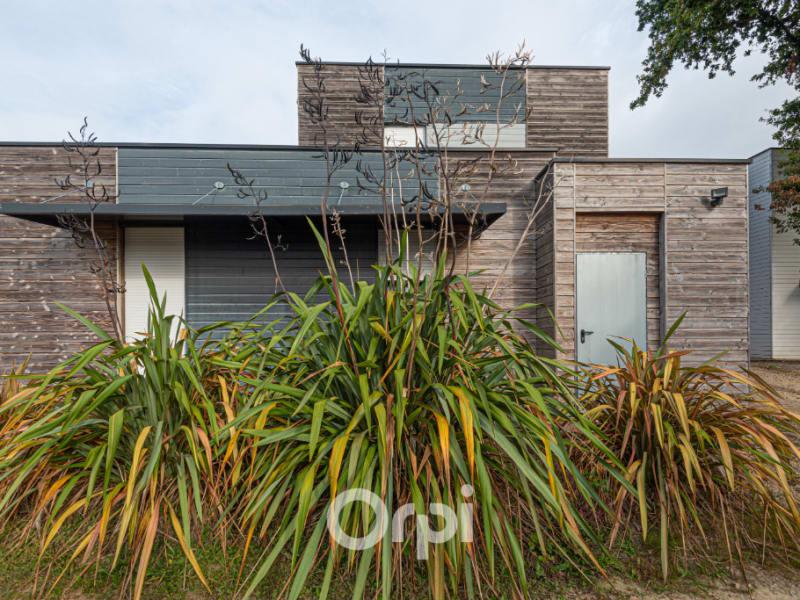 Sale building Landevant 647900€ - Picture 1