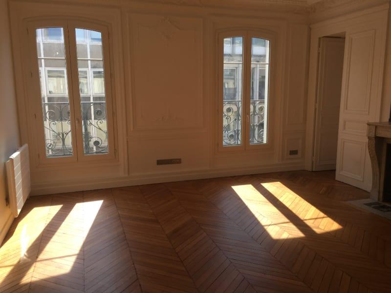 Location appartement Paris 8ème 2360€ CC - Photo 2
