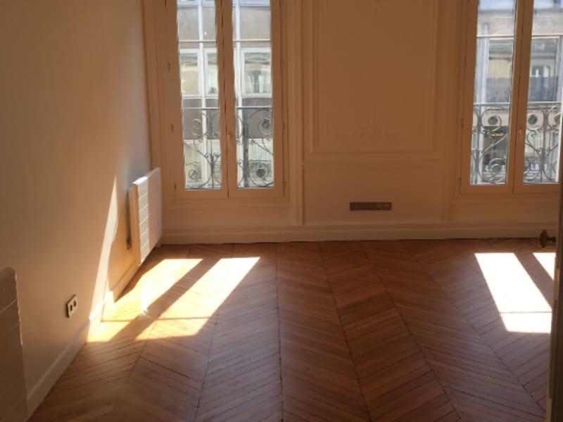 Location appartement Paris 8ème 2360€ CC - Photo 4