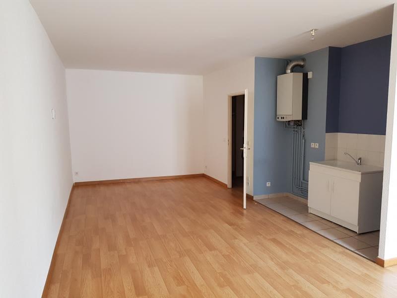 Location appartement Nantua 328,50€ CC - Photo 1