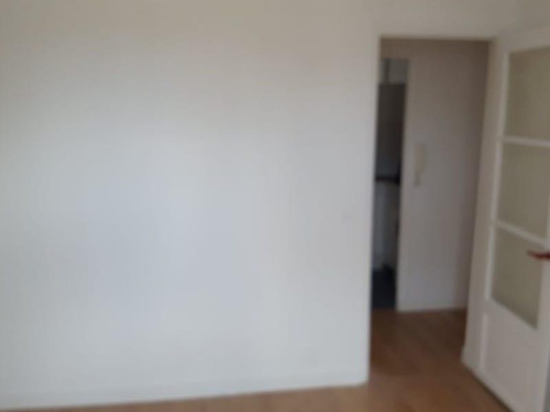Rental apartment Paris 17ème 922€ CC - Picture 3