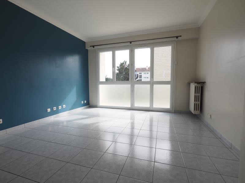 Rental apartment Bois d arcy 980€ CC - Picture 1