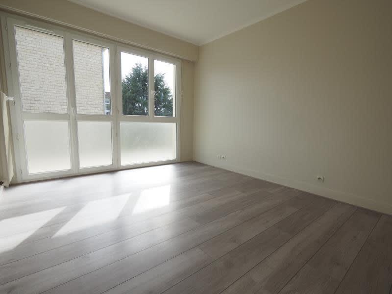 Rental apartment Bois d arcy 980€ CC - Picture 4