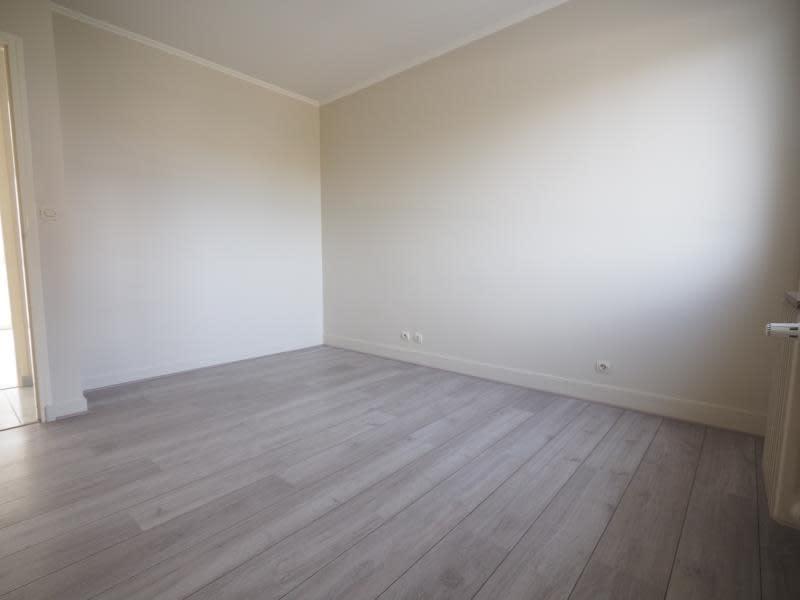 Rental apartment Bois d arcy 980€ CC - Picture 5