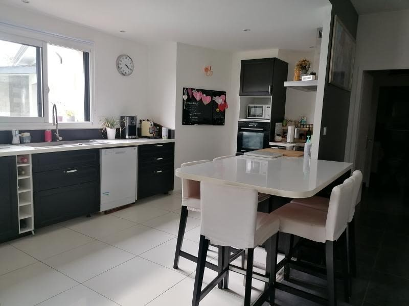 Sale house / villa L isle jourdain 390000€ - Picture 4