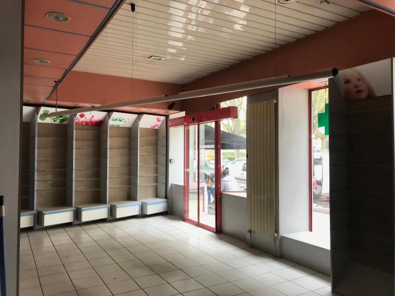 Location local commercial Bron 1150€ HC - Photo 5