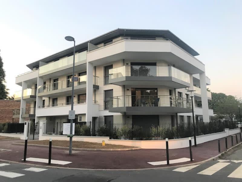 Rental apartment Montigny-le-bx 953€ CC - Picture 8