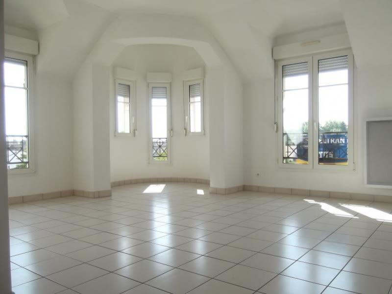 Rental apartment Voisins le bretonneux 1680€ CC - Picture 1