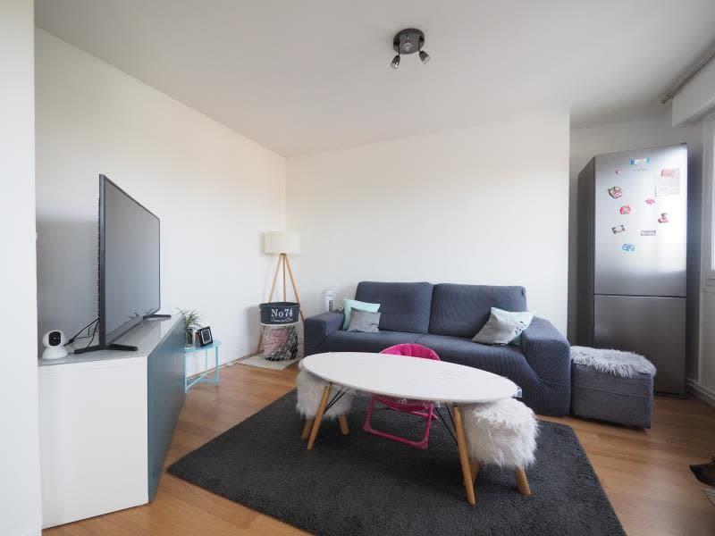 Rental apartment Bois d arcy 1065€ CC - Picture 1