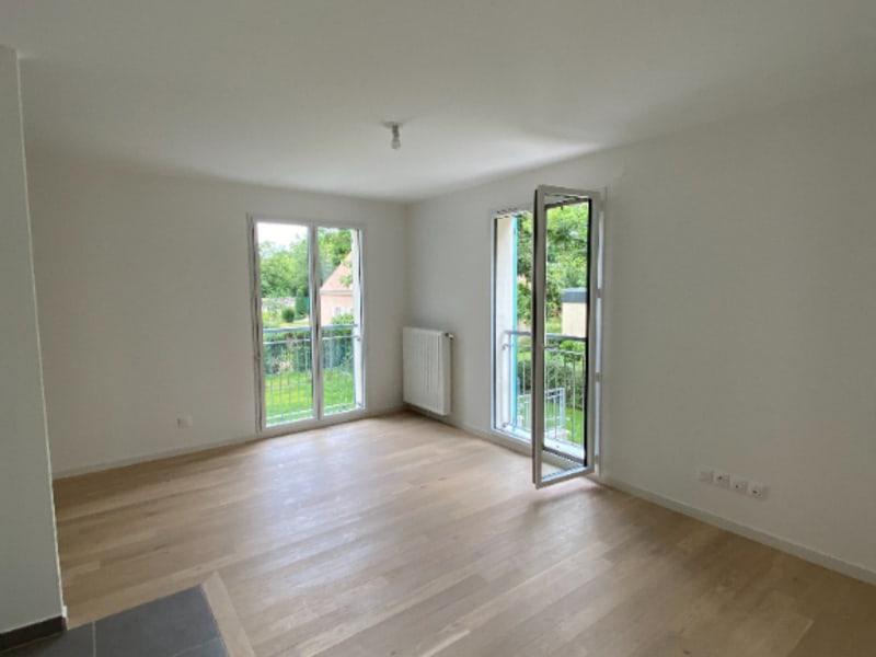 Rental apartment Le mesnil le roi 1090€ CC - Picture 2