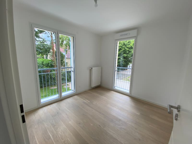 Rental apartment Le mesnil le roi 1090€ CC - Picture 3