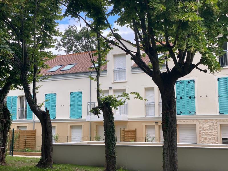 Rental apartment Le mesnil le roi 1090€ CC - Picture 6