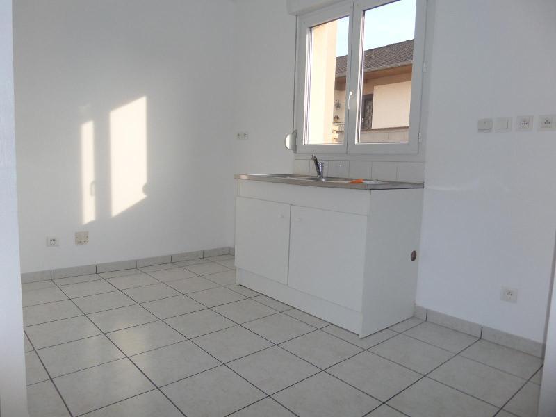 Location maison / villa St julien 930€ CC - Photo 4