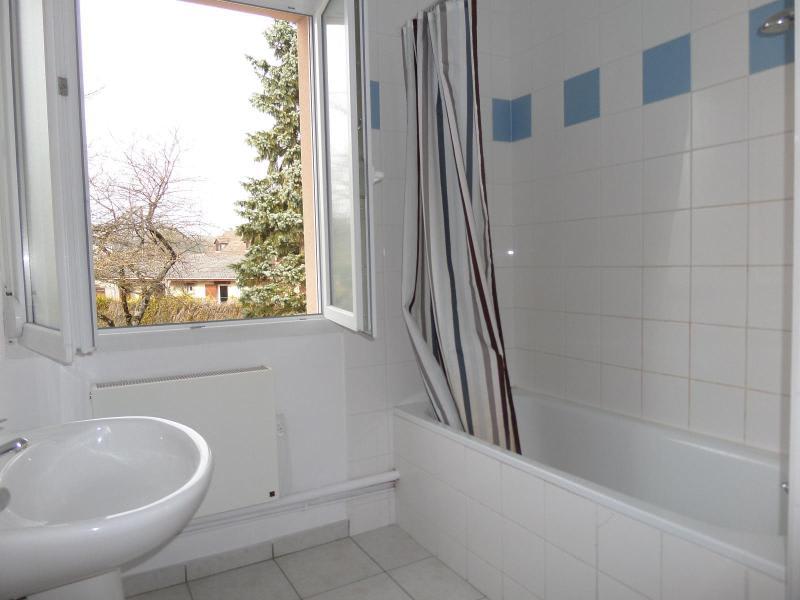 Location maison / villa St julien 930€ CC - Photo 10