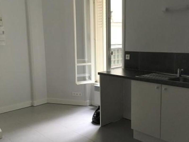 Location appartement Paris 10ème 328€ CC - Photo 1