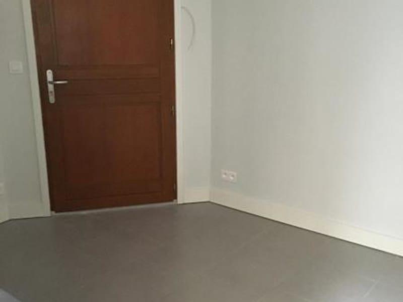 Location appartement Paris 10ème 328€ CC - Photo 3