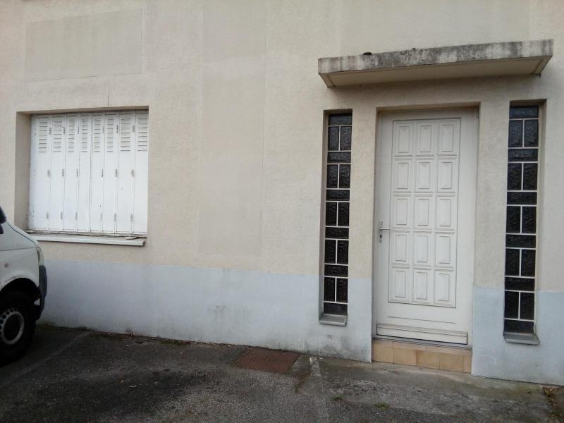 Location local commercial Saint symphorien d'ozon 1082,17€ HC - Photo 2