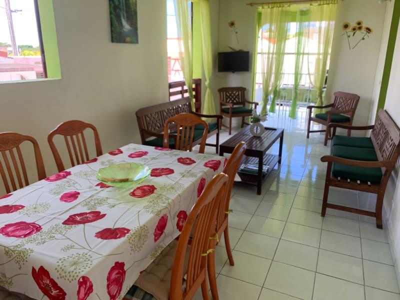 Location maison / villa Petit canal 850€ CC - Photo 3