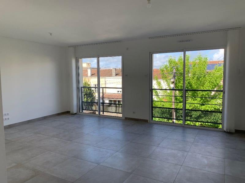 Rental apartment Niort 790€ CC - Picture 3