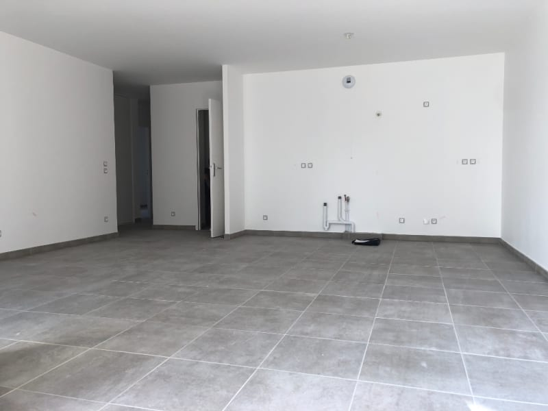 Rental apartment Bourgoin jallieu 970€ CC - Picture 2