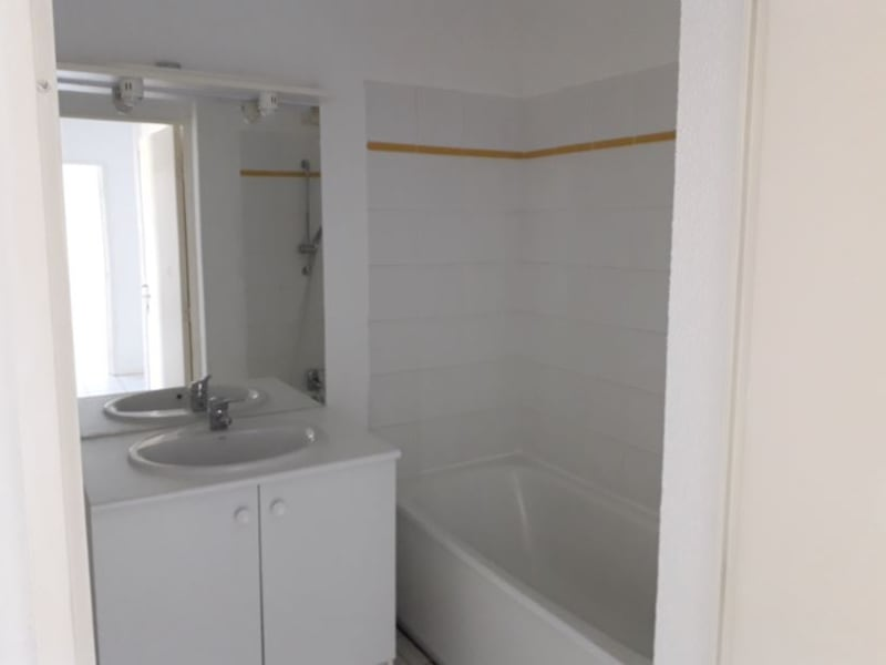 Rental apartment Montereau fault yonne 630€ CC - Picture 5