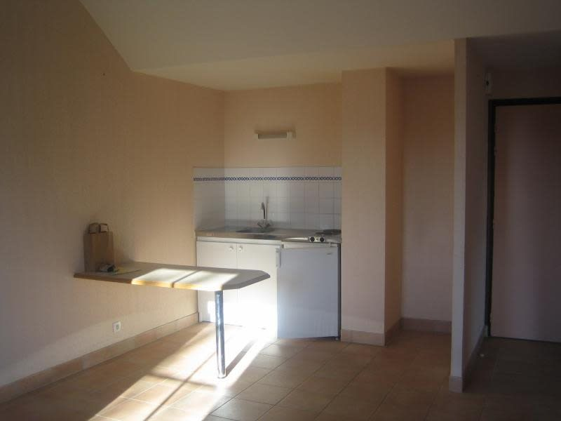 Rental apartment St ave 447€ CC - Picture 1