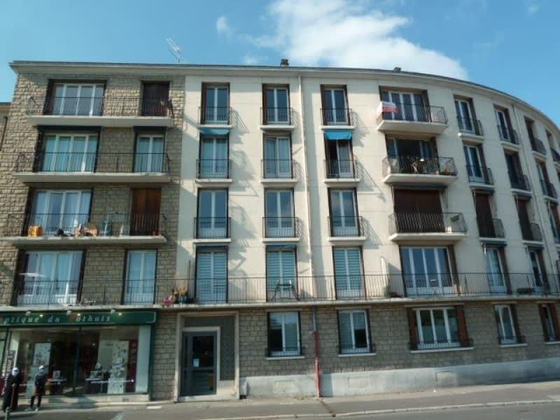 Rental apartment Pontoise 890€ CC - Picture 1