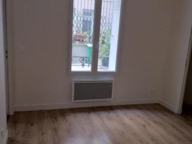 Location appartement Paris 18ème 905,83€ CC - Photo 3